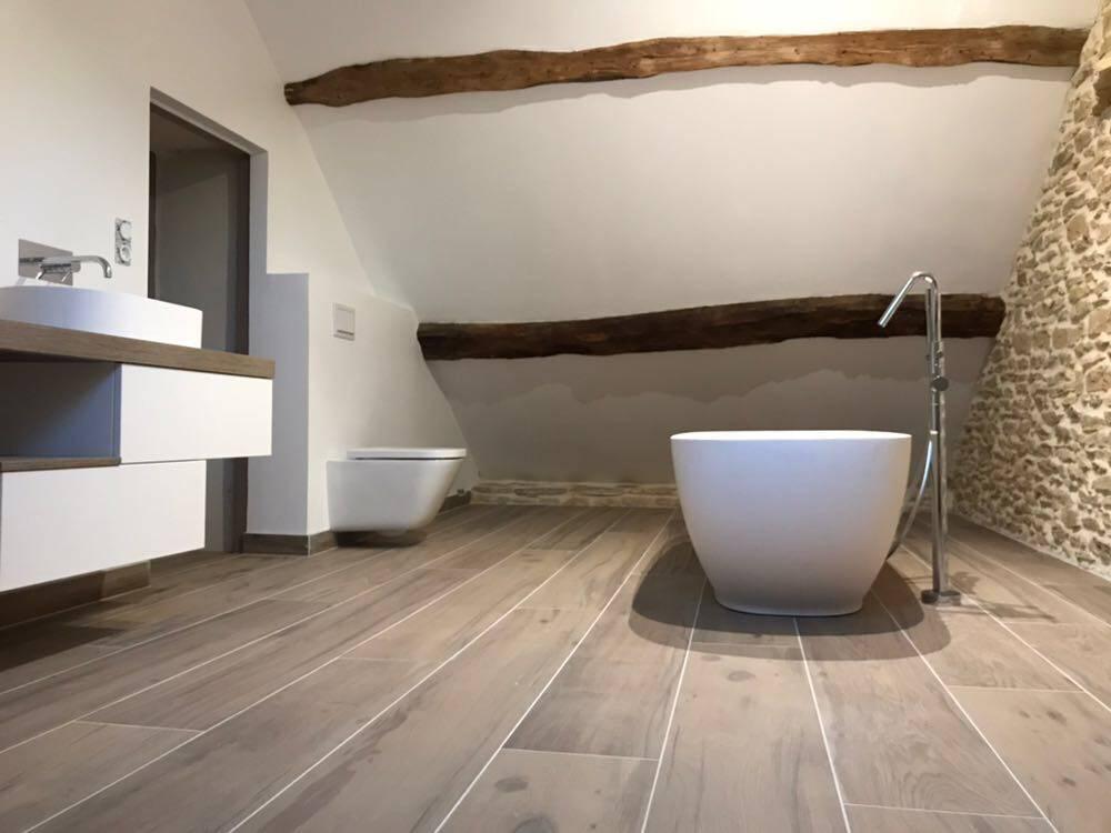 Salle de bain baignoire ilot corian, vasque à poser corian ...