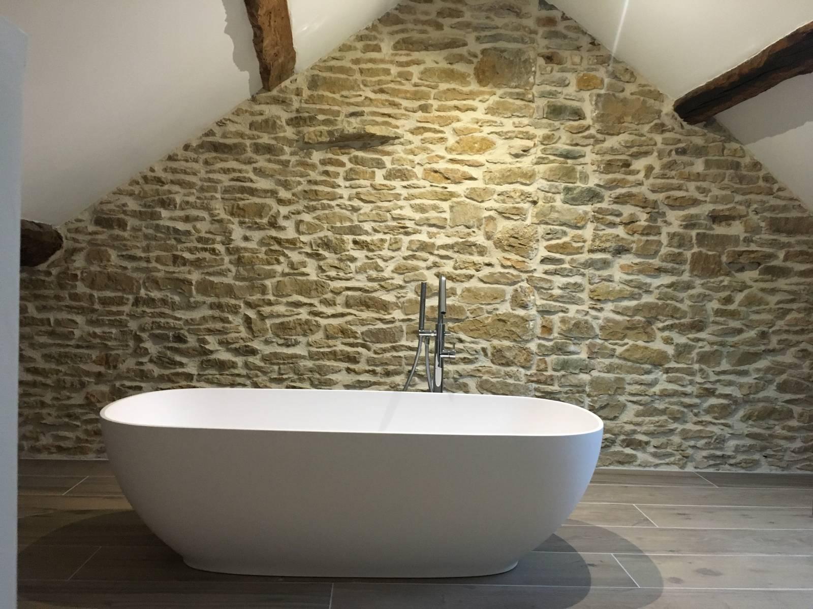 Salle de bain baignoire ilot corian, vasque à poser corian, bois et ...